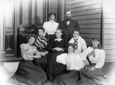 Allan Hedley and family, Collection of Waitaki District Archive 9290