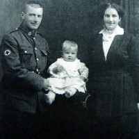 Thomas Meikle in World War One uniform with his wife Beatrice and their daughter.